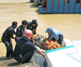 Ustazah Dirogol http://dppwp.wordpress.com/2007/05/11/ustazah-dibunuh