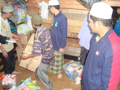 Sumbangan berupa naskah Al-Qur'an, telekung, pakaian, makanan dan wang ringgit. Terima kasih buat semua yang menyumbang dengan ikhlas