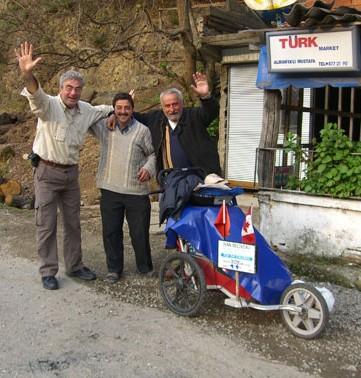 Jean ceria bersama kenalan-kenalan di Turki - 2007