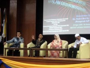 Moderator dan Ahli Panel Diskusi