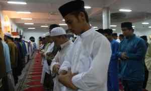 Solat Tarawih berjamaah di Masjid At-Taqwa